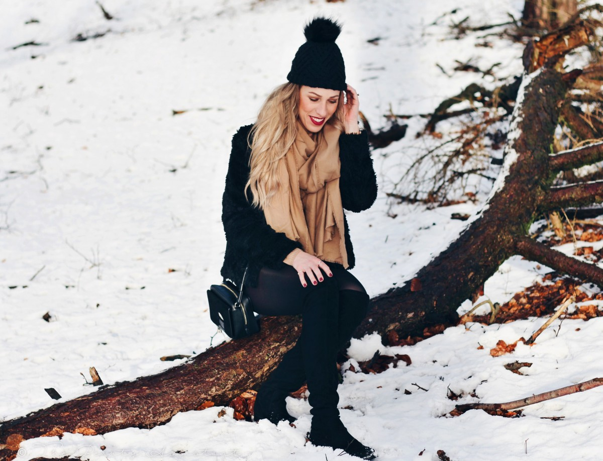 Outfit: Snow Walk
