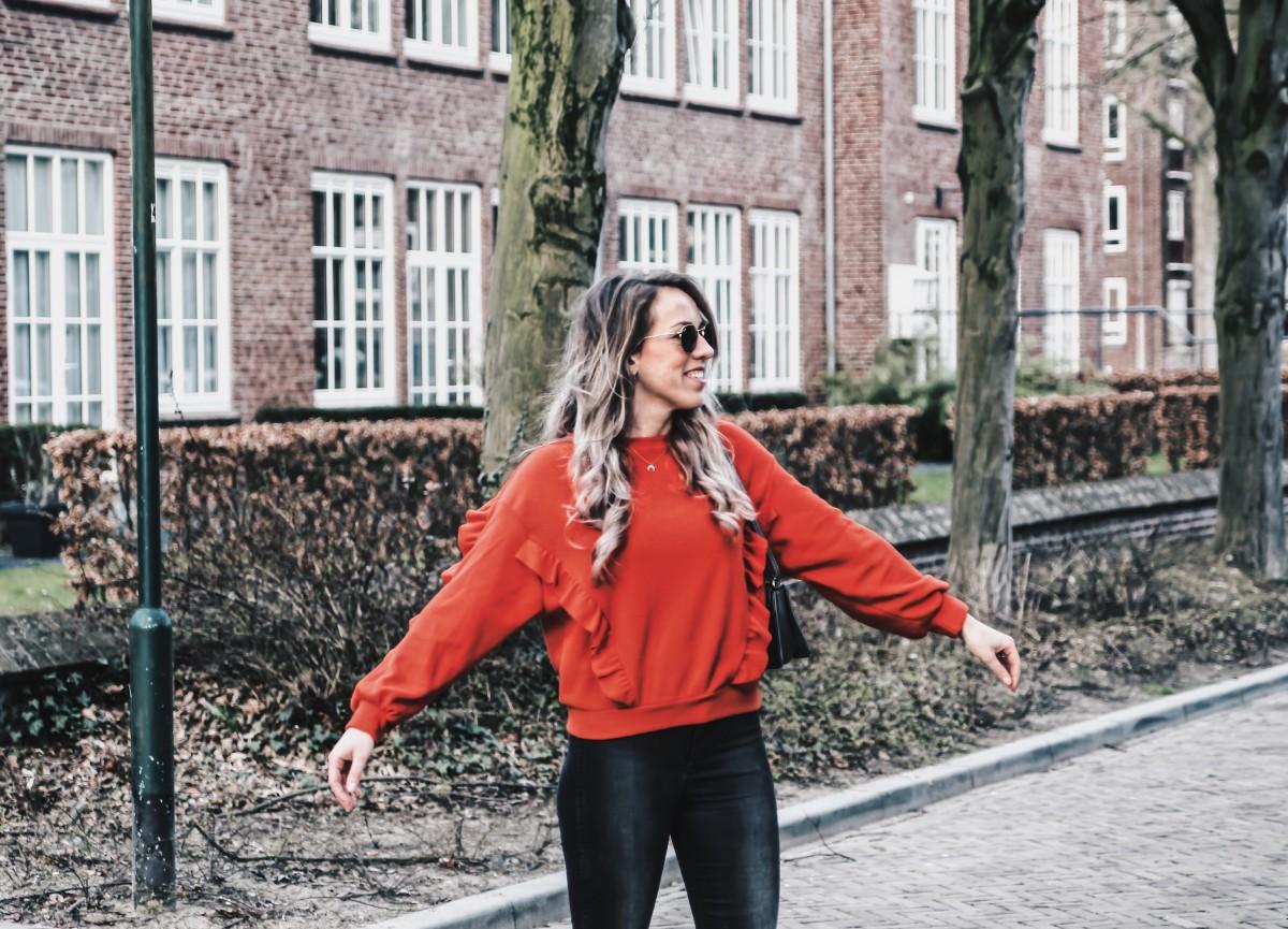 rode sweater van chiquelle