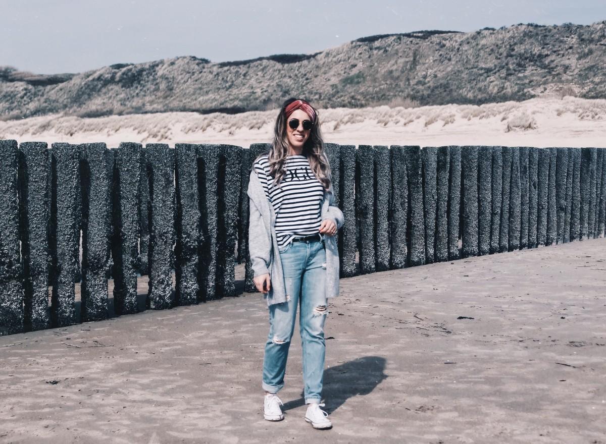De perfecte outfit voor een zonnige strandwandeling